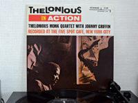 セロニアス・モンクのイン・アクションは、モンクの個性的な楽曲の中をジョニー・グリフィンが自由にのびのびと飛びまわる傑作ライブ盤