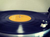 デジタルに魂を売ったぼくたちは、今頃になってレコードの良さに気がついたんだ